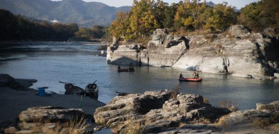 岩畳とボート